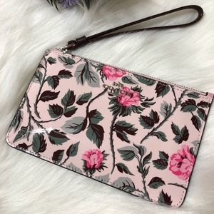 COACH  floral wristlet💕🆕🌟coach box included🆕💕